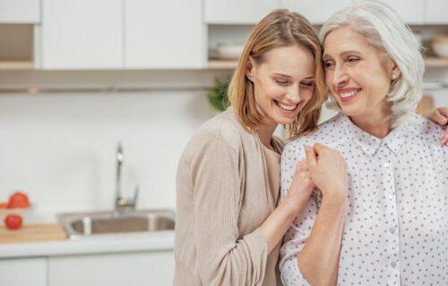 Razmislite dobro o vašem ODNOSU: Zašto nije dobro da majke budu kao PRIJATELJICE svojim ćerkama?