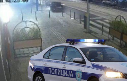 Užas u centru Beograda: Automobil prešao u suprotnu traku, pa se prevrnuo, izbegao PEŠAKA jedva (VIDEO)