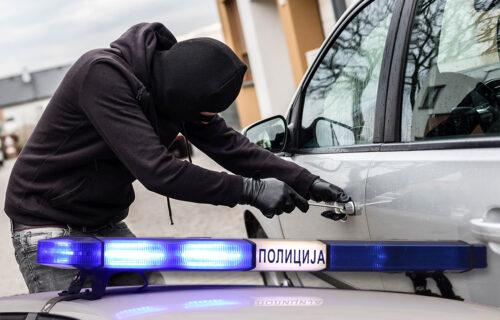 Lopovi u Aranđelovcu ukrali vozilo za 30 SEKUNDI: Odvezli skup džip, a u njemu zatekli pravo BOGATSTVO