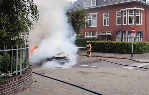 Napunila je baterije, sela za volan i osetila dim: Pogledajte šta je ostalo od Volkswagena ID.3 (VIDEO)