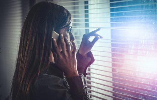 Uhvatila komšiju da joj svaki dan sedi u dvorištu i radi OVO: Otišla mu na vrata sa neviđenim zahtevom