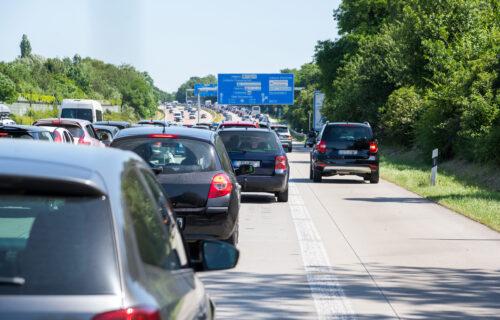 Vozači UPORNO rade ovo na auto-putu, a kazne su PAPRENE: Sudija će vam oprostiti samo u jednom slučaju