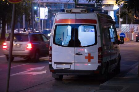 BURNA noć za nama: U tri saobraćajke, jedna osoba teže povređena, mladić PAO sa trećeg sprata na Čukarici
