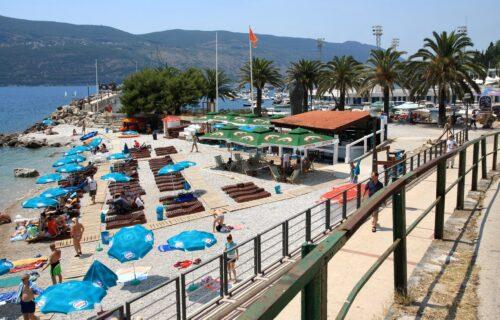 """Otišli turisti, ostala korona: Crnu Goru stavili na """"CRVENU LISTU"""", gosti masovno napuštaju hotele"""