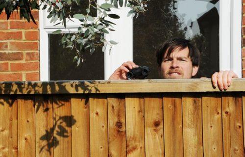 Video preko ograde da se golišava komšinica sunča, pa uzeo kameru: Usledila je scena koju neće zaboraviti