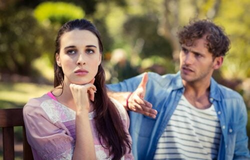 """""""Ona je ĐUBRE od čoveka"""": Uhvatio rođenu sestru da VARA muža, a onda je uradio nešto što će vas šokirati"""