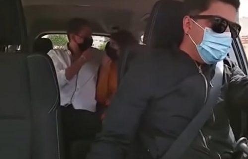 Odmah je vratila verenički prsten: Ušla sa ljubavnikom u taksi, ne sluteći ko će ih voziti (VIDEO)