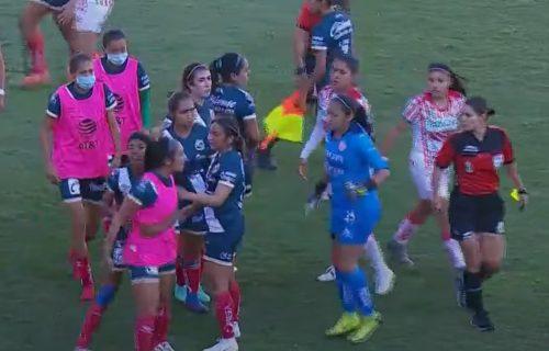 Ko kaže da žene ne znaju da biju? Strašna tuča na utakmici - sudija je kriva za sve! (VIDEO)