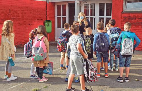 Ministarstvo saopštilo kako će nastava izgledati po OPŠTINAMA: Samo u jednom gradu đaci ostaju kod kuće