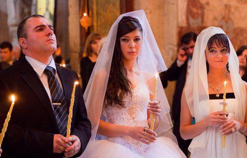 """Na venčanju se DOHVATILA sa kumom, a onda je komšiluk počeo da ŠUŠKA: """"Ja sam dobra žena mom Saši"""""""
