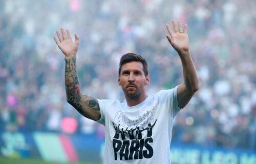 """Pariz dočekao Mesija: Argentinac predstavljen navijačima na """"Parku Prinčeva"""" (VIDEO)"""