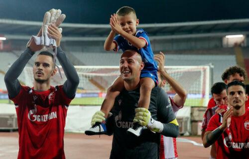 Veliki gest Milana Borjana: Klinci raširili transparent, kapiten Zvezde im priredio iznenađenje (FOTO)
