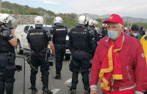 Komite POVREDILE 20 POLICAJACA: Žestoko divljanje huligana na Cetinju