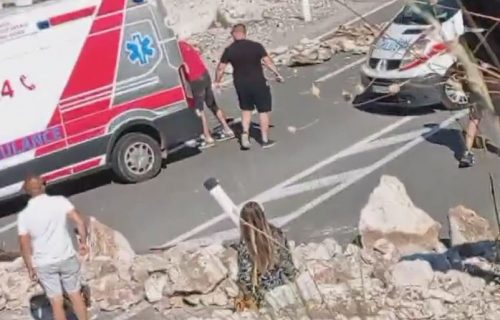 NEVIĐENA SRAMOTA na putu od Podgorice ka Cetinju: Komite pretresaju vozilo Hitne pomoći (VIDEO)