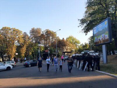 """Velika gužva na Autokomandi: Navijači """"okupirali"""" ulice Beograda, policija na sve strane (VIDEO)"""