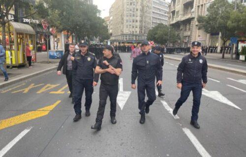 OBEZBEDILI Beograd: Vulin i Milić na terenu tokom skupova komandovali policijskim snagama (FOTO)