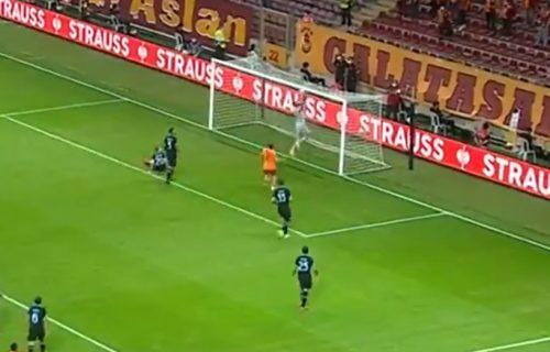Kao Zvezda protiv Bajerna 1991. godine: Duh Aumana ušao u golmana Lacija (VIDEO)