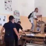 Lomi, gazi, bacaj: Sramno divljanje u školi, đaci DEMOLIRALI UČIONICU (VIDEO)