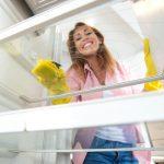Uz pomoć dve stvari ćete očistiti frižider, a uz pomoć treće će mesecima MIRISATI (VIDEO)