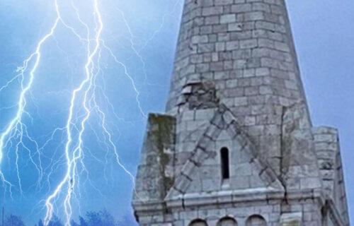 Drama u Hrvatskoj: Grom udario u crkvu na Braču, kamenje letelo na sve strane (FOTO)
