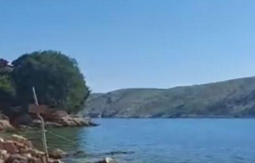 "Žena ""UKRALA"" more, pa preko razglasa terala kupače: Novi SKANDAL u Hrvatskoj (VIDEO)"