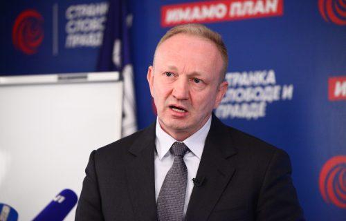 Totalno ludilo Đilasovih novina! Opsednutost Vučićevim rolkama se nastavlja - napravili ANKETU (FOTO)