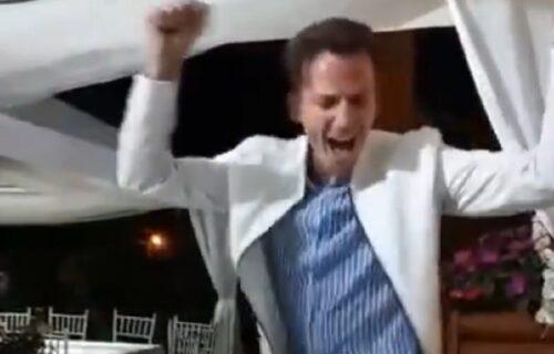 """Mladić zaigrao uz pesmu """"Takni me, takni"""" i postao HIT, poručuju mu: I Sneki ti ZAVIDI (VIDEO)"""