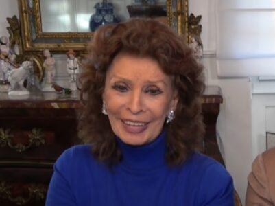 Sofija Loren u 88. godini sve ZASENILA na crvenom tepihu: Glumica odisala GLAMUROM i harizmom (FOTO)