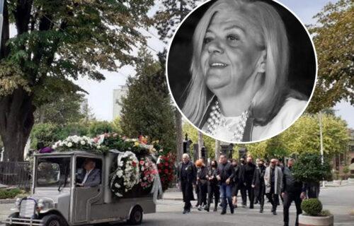 Nakon što su svi otišli sa sahrane, OVA pevačica uplakana i u crnini došla na Marinin GROB (FOTO)
