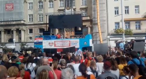 "Na ""Festivalu slobode"" desničari, antivakseri i neonacisti: Došli i sa ustaškim OBELEŽJIMA (FOTO+VIDEO)"