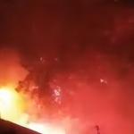 ŽESTOKA tuča na Karaburmi: Razbijen automobil, gorele baklje - policija RASTERALA nasilnike (VIDEO)