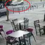 Snimak STRAVIČNOG udesa u centru Beograda: Vozač divljao 100 kilometara na sat i UDARIO u zgradu (VIDEO)