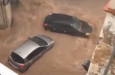 Dramatični snimci iz Španije: OLUJNA kiša potopila ulice, bujice nosile kola i drveće (VIDEO)