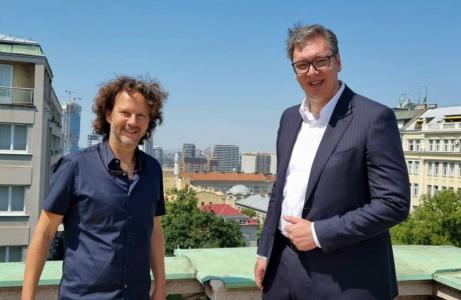 """Predsednik Vučić razgovarao sa producentom """"Ratova zvezda"""": Obećao mi je veliku stvar (FOTO)"""