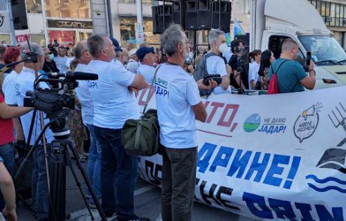 Sa skupa opozicije u Beogradu poslata jasna poruka: Đinđić kriminalizovao privatizaciju i prodao fabrike!