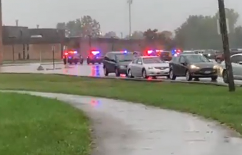 KRVAVI PIR u srednjoj školi: Nekoliko osoba izbodeno tokom masovne tuče - uhapšeno više lica (VIDEO)