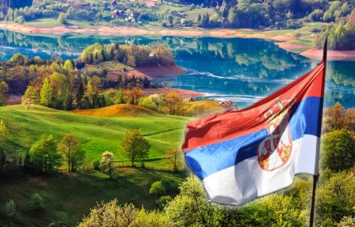 Mnogi ne znaju kako se ISPRAVNO ističe naša zastava: Ovo su PRAVILA koje morate znati na današnji dan