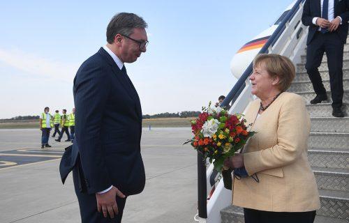 Vučić se Merkelovoj obratio na NEMAČKOM: Evo koje je REČI predsednik Srbije uputio kancelarki