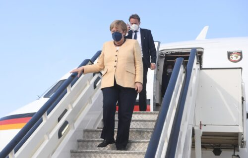 BOJA sakoa Angele Merkel šalje poruku: Evo sa kakvom je NAMEROM došla u Srbiju