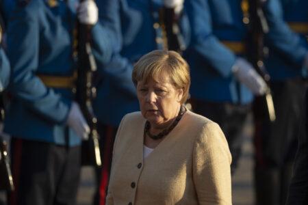 NESVAKIDAŠNJA fotografija Merkelove: Nismo je viđali ovakvu, SVI gledaju šta joj je na glavi (FOTO)