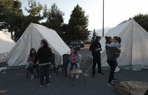 POTRESNI prizori sa Krita: Razorni zemljotres rušio kuće do temelja, meštani noć proveli u šatoru (FOTO)