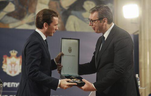 """Predsednik Vučić odlikovao austrijskog kancelara: """"Dobro došao, dragi prijatelju!"""" (FOTO)"""