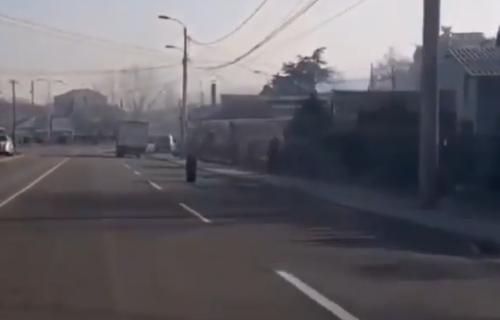 HIT snimak iz Niša: Ide kamion, a točak za njim, neverovatan prizor - prolaznici u ŠOKU (VIDEO)