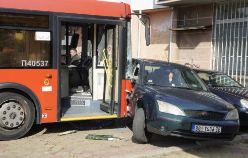 """Vozač autobusa koji je uleteo u parkić u Zemunu OČAJAN: """"TEŠKO mu je zbog deteta, ništa mu nije važno"""""""