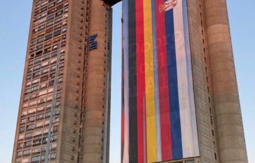 Zastave Srbije i Nemačke na Geneks kuli: Beograd SPREMAN za doček Angele Merkel (FOTO)