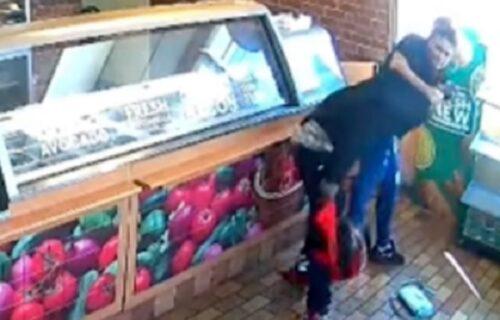 Napao je lopov sa pištoljem u restoranu, pa ga prevaspitala: Reakcija gazde ju je zauvek UNIŠTILA (VIDEO)