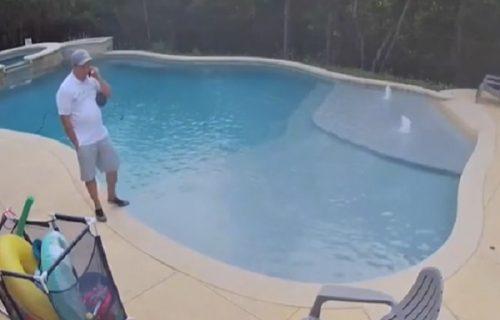 Pričao sa klijentom kraj bazena, pa iznenada upao u njega: Narednim potezom zauvek je kupio sve (VIDEO)