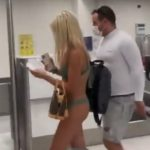 Prošetala aerodromom u BIKINIJU: Muškarci ostali bez daha, a ženama se slošilo od ljubomore (VIDEO)