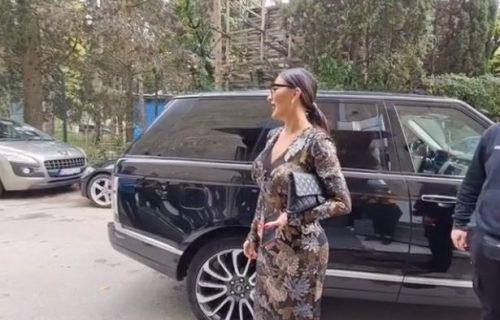 Provokativno izdanje Cece Ražnatović: Na snimanje došla u PROVIDNOJ haljini i istakla sve OBLINE (FOTO)