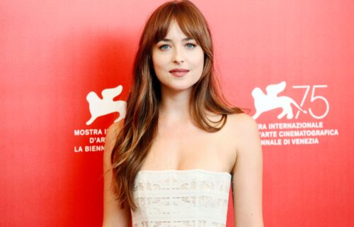 Dakota Džonson stajlingom očarala prisutne: Prelepa glumica u haljini od kristala na festivalu (FOTO)